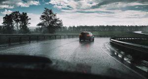 Hướng dẫn đi xe ngày mưa đúng cách nhất dành cho bạn