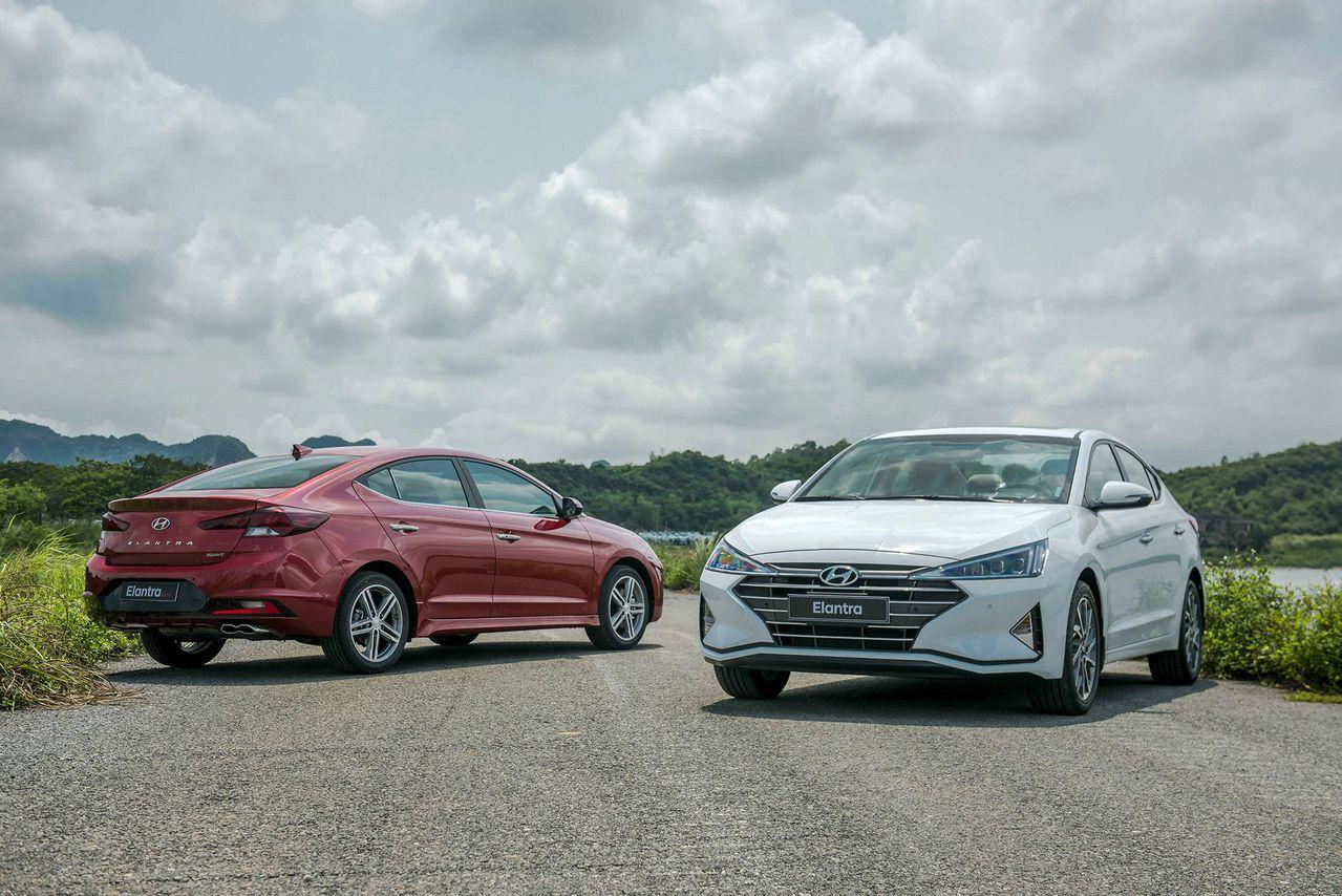 Hyundai Elantra 2019 và Mazda 3 2020, ai có lợi thế cạnh tranh hơn?