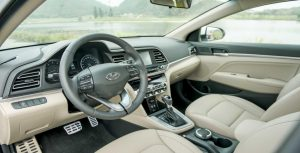 So sánh nội thất Hyundai Elantra và Kia Cerato
