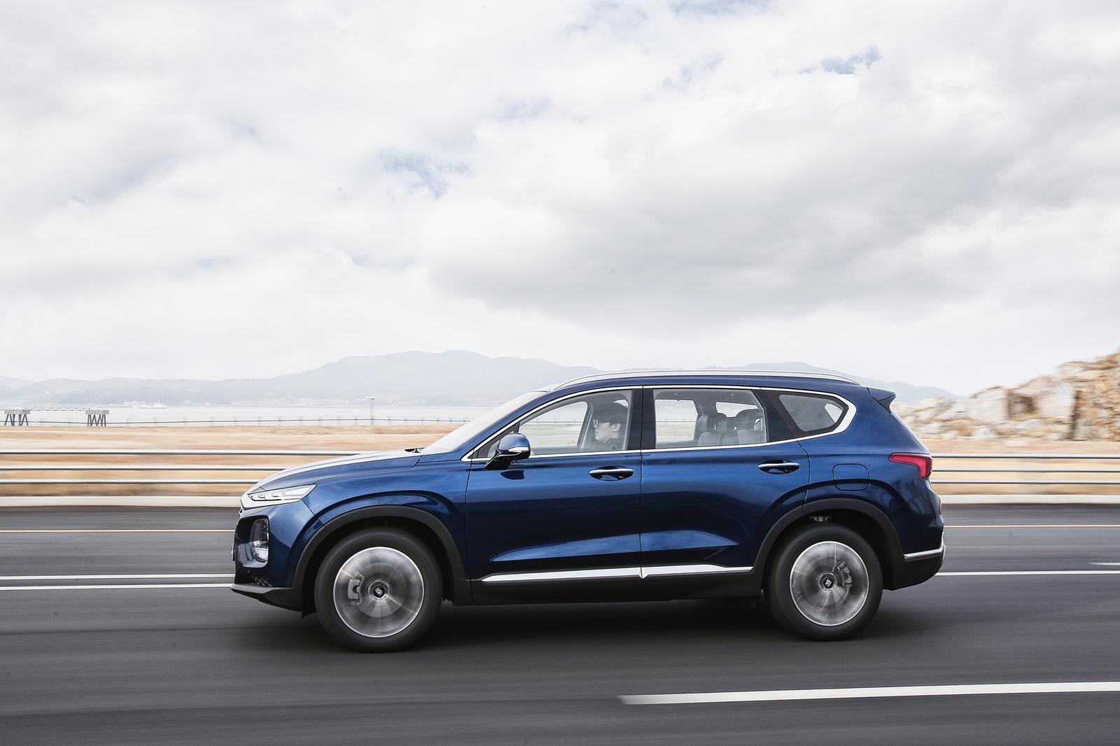 Đánh giá chi tiết giá bán của Hyundai Santa Fe 2020