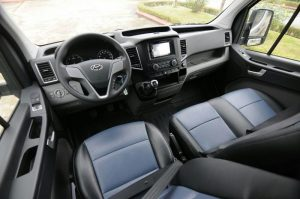Đánh giá nhanh nội thất Hyundai Solati 2020