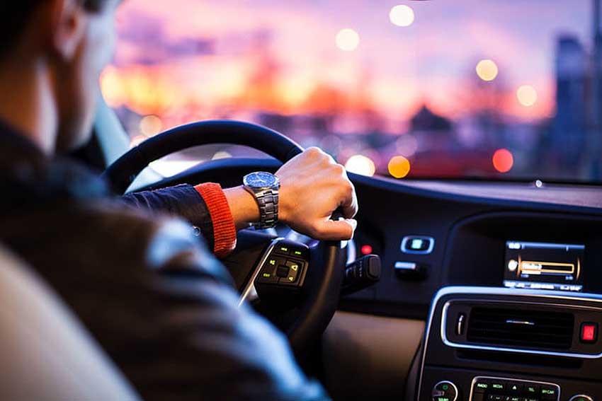 Kỹ năng lái xe an toàn ban đêm dành cho người cận thị